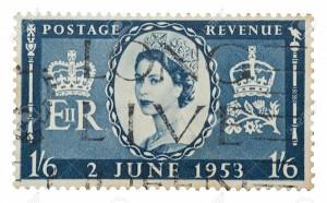 15453315-Regina-Elisabetta-II-francobollo-posta-stampato-nel-Regno-Unito-per-celebrare-la-sua-incoronazione-a-Archivio-Fotografico