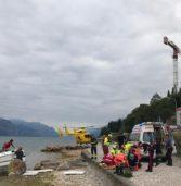 Torri del Benaco, finiscono con la barca contro gli scogli: feriti due turisti tedeschi