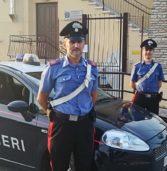Pescantina, aggredisce la fidanzata che scappa seminuda e poi se la prende con i carabinieri: arrestato