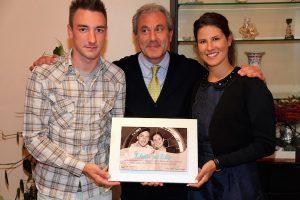 Il sindaco Giaretta con Elia Girardi e la moglie Elena Cecchini, anche lei campionessa di ciclismo