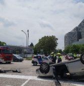 Verona, due feriti gravi in uno spettacolare incidente in via Francia