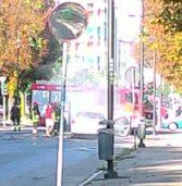 Legnago, auto in fiamme in pieno centro: intervento dei vigili del fuoco