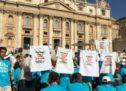 Le Mamme No Pfas hanno consegnato a Papa Francesco una bandiera della Pace e una lettera