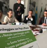 """Verona prima in Italia ad inaugurare il servizio per il pagamento della sosta tramite cellulare """"pay by phone"""" PaybyPhone"""