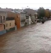 Emergenza maltempo, paratoie lungo l'Adige a Pescantina dove alle 20 si attende l'ondata di piena