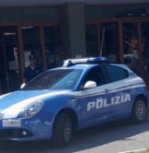 Verona, rapinano e minacciano con un coltello due immigrati a Porta Vescovo: in manette