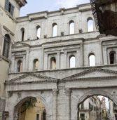Verona, crollata la copertura in vetroresina di Porta Borsari: nessun ferito