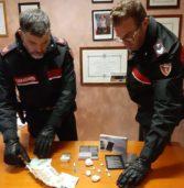 San Bonifacio, alla vista dei Carabinieri tenta di disfarsi della droga. Pusher arrestato