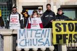 Pfas, protesta di Geenpeace, Comitati e cittadini davanti alla Regione