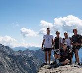 """I fisioterapisti della scuola """"Eom Italia"""" a fianco dei camminatori del trekking """"Va' Sentiero"""" che sta girando tutt'Italia"""