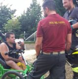 """Negrar, disabile si """"capotta"""" su un sentiero con la sua speciale bici: soccorso dai vigili del fuoco ne esce illeso"""