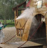 Verona, i vigili del fuoco impegnati nella sanificazione dei parchi gioco