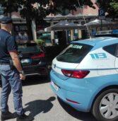 Verona, già ubriaco pretende altro alcol dal barman e poi aggredisce i poliziotti: arrestato