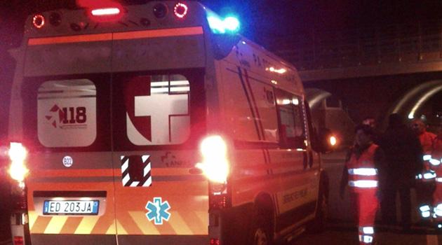 Verona, esce di strada con l'auto alle 3 di notte e finisce all'ospedale