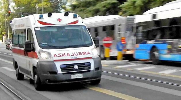 Verona, quattro feriti nell'incidente tra due autoveicoli in via Trevisani