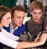Gli studenti di Scaligera Formazione presentano l'auto da loro ristrutturata