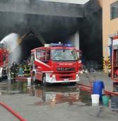 Legnago, in fiamme capannone di rifiuti speciali