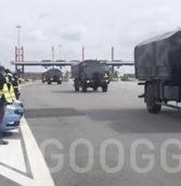 [Video] Il saluto della Polizia stradale alle salme in viaggio da Bergamo al crematorio di Cervignano del Friuli